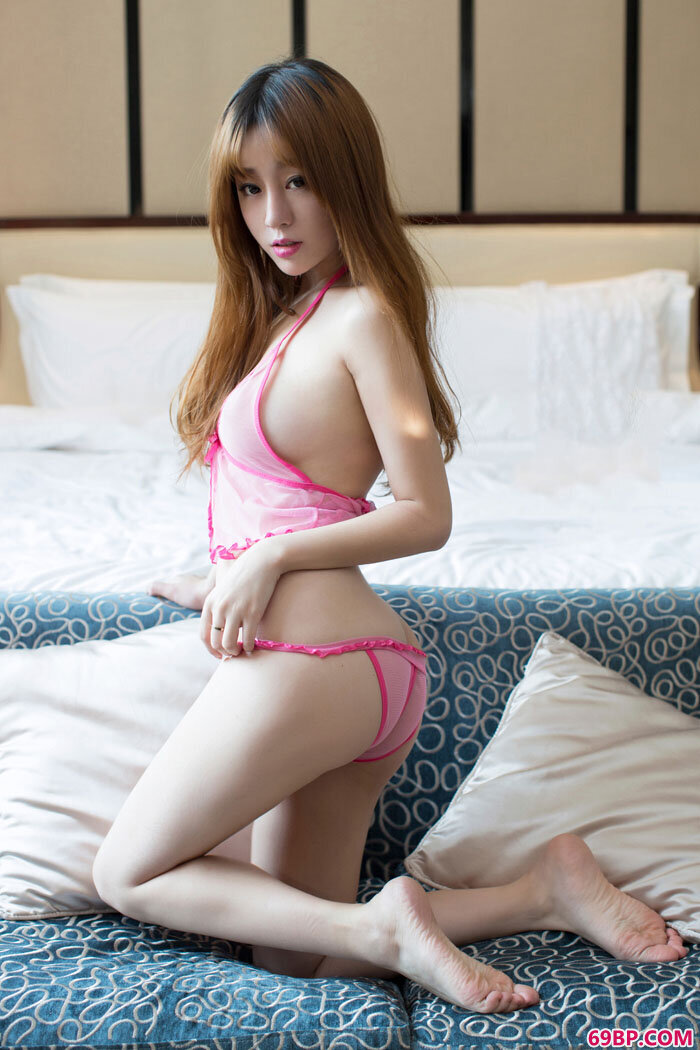 少女王语纯透明内裤美胸依稀可见_亚洲五月综合自拍区