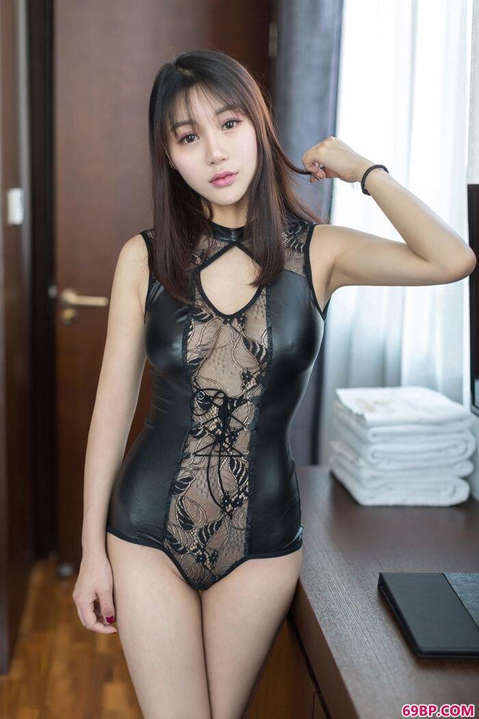 宅男御姐宋梓诺身材好性感内衣超抢眼_撩起裙子扒下小内裤