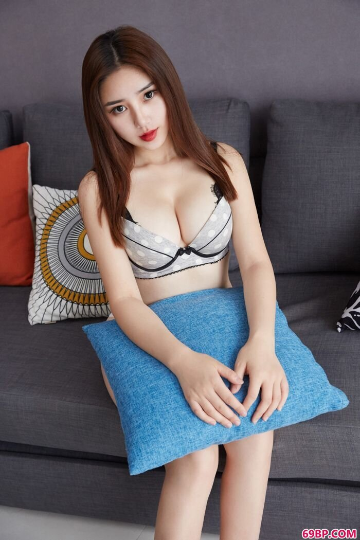巨臀妹子小敏Mary美乳侧漏吸睛_gogo人体摄影全球高清大图