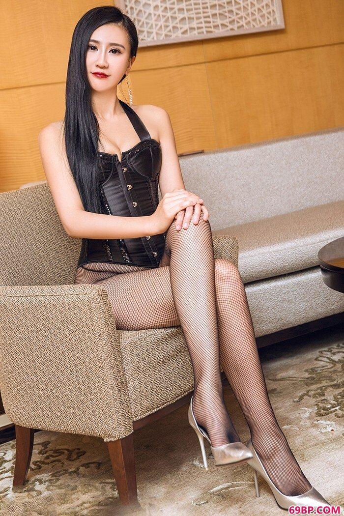 美腿俏佳人琳琳吊带薄丝美胸勾魂_西西人体www44rtcc