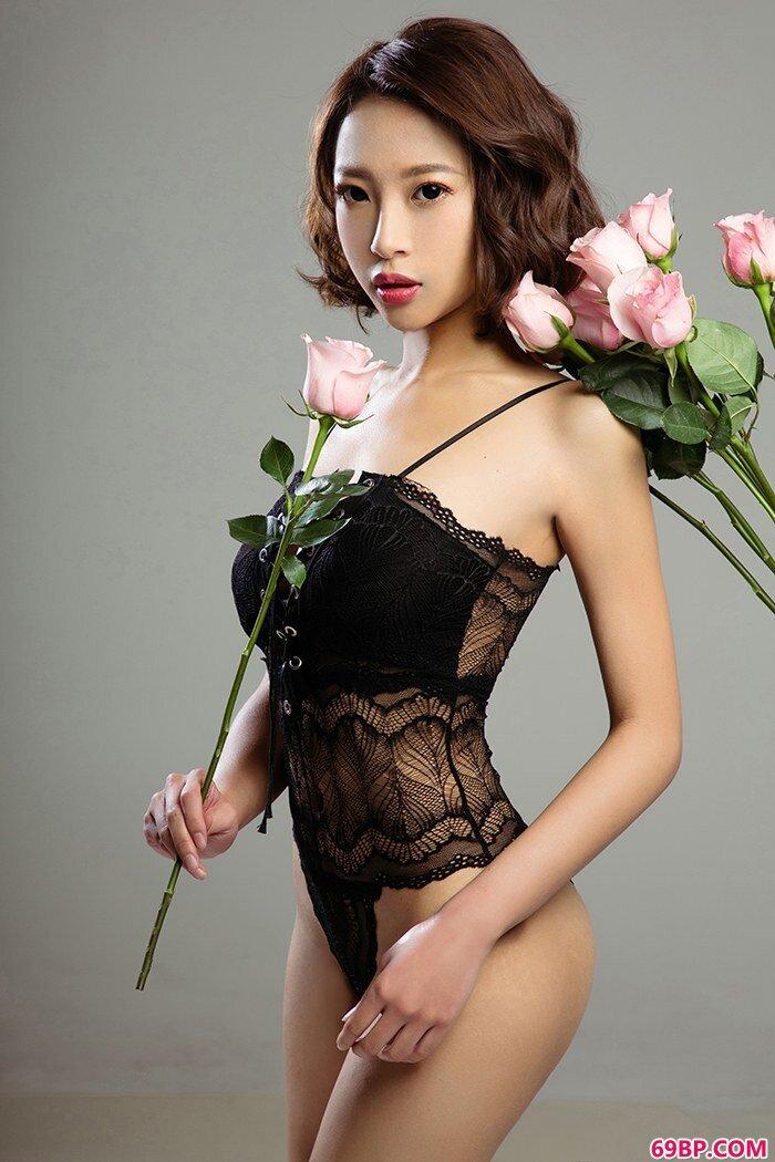 大胸白富美性感蕾丝泳装勾魂心魂_西西人体女裸