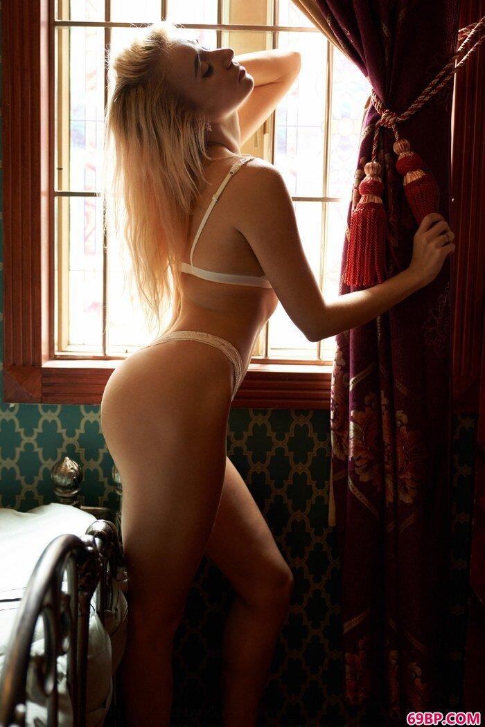 混血美人Alina身躯前凸后翘热辣辣gogo白灵高清人体