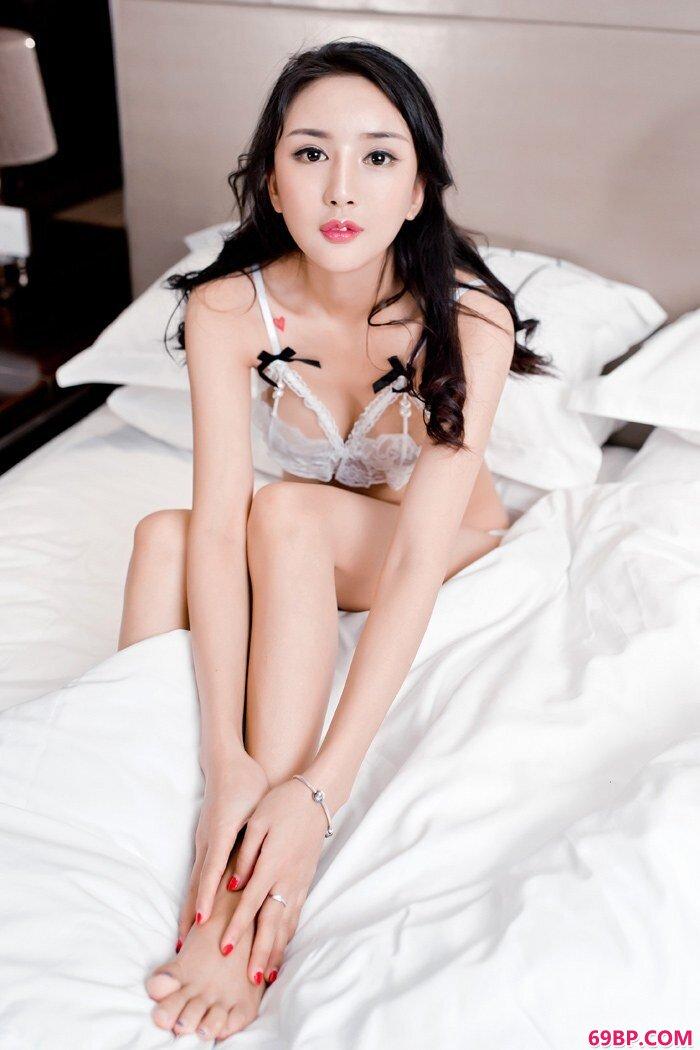 尊贵女神梅哥前凸后翘美丽不可方物_西西大胆一一中国正版