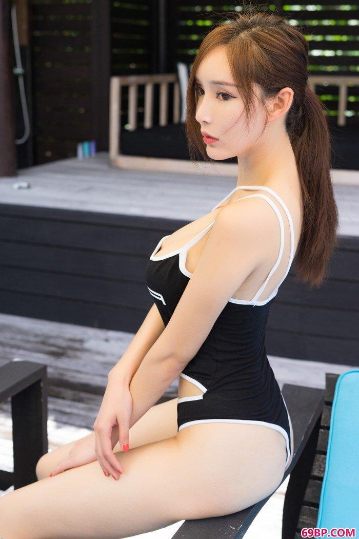 御姐周妍希丝裙下全裸娇躯若隐若现