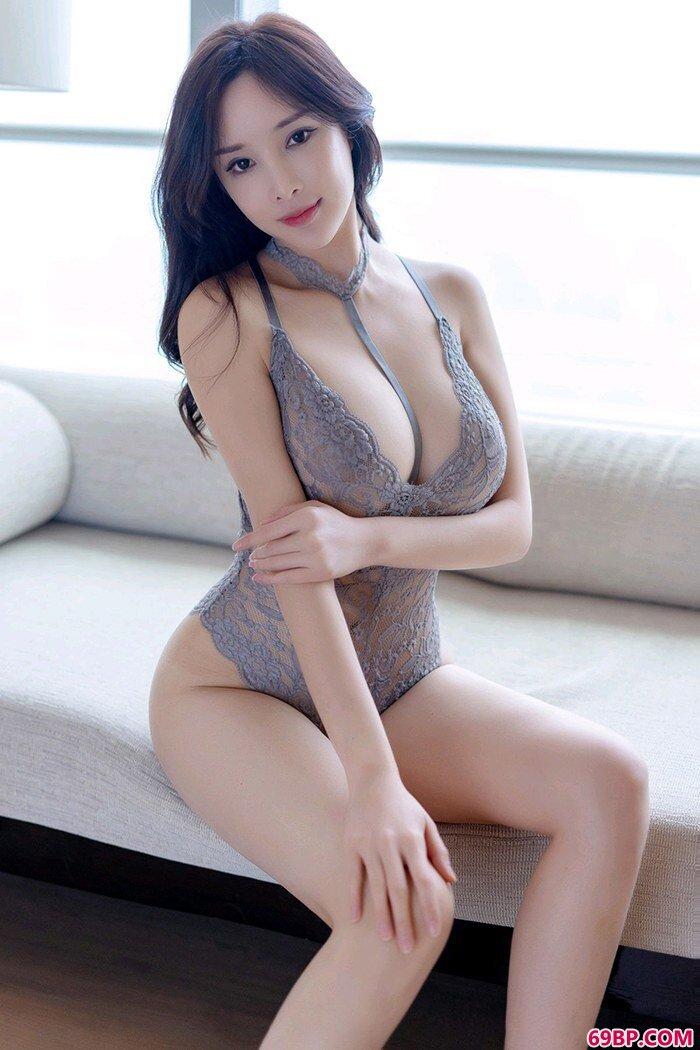宅男御姐周妍希爆炸爆乳让人挪不开眼_gogo男女双人人体艺术摄影