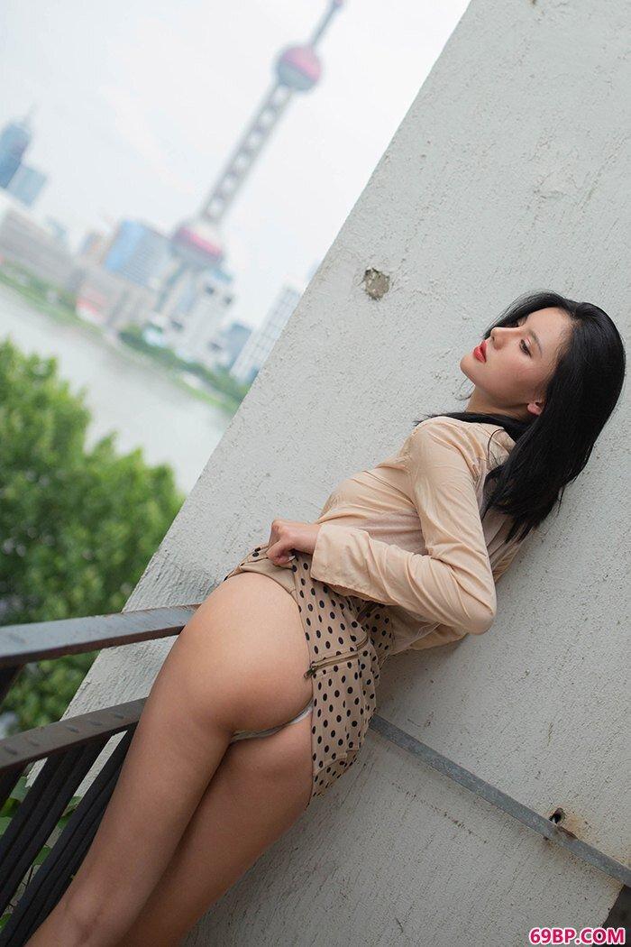 性感代言阿朱纤瘦美体微乳撩人至极_18school第一次破苞摘花