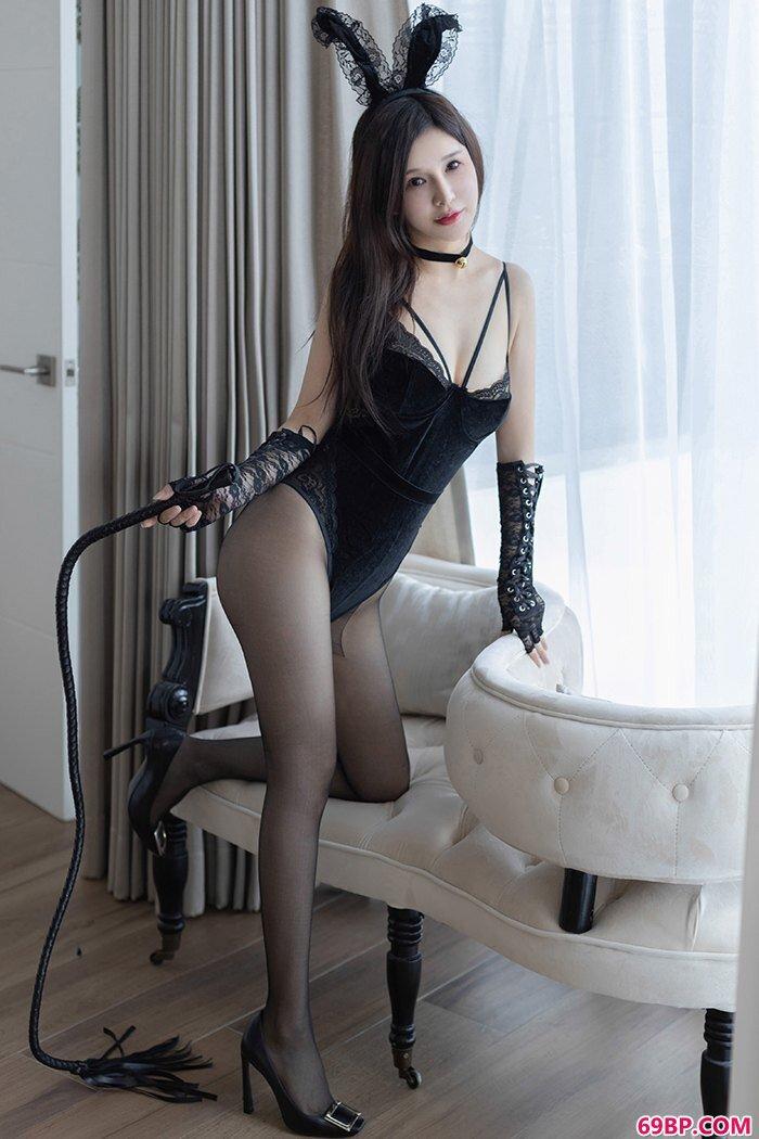 诱人兔女郎张雨萌黑丝皮鞭渴求调教_欧美大胆生殖艺术照