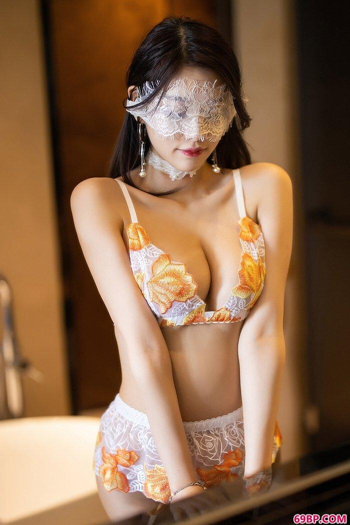妖艳美人杨晨晨蕾丝泳装唯美写照_3atv一区二区三区