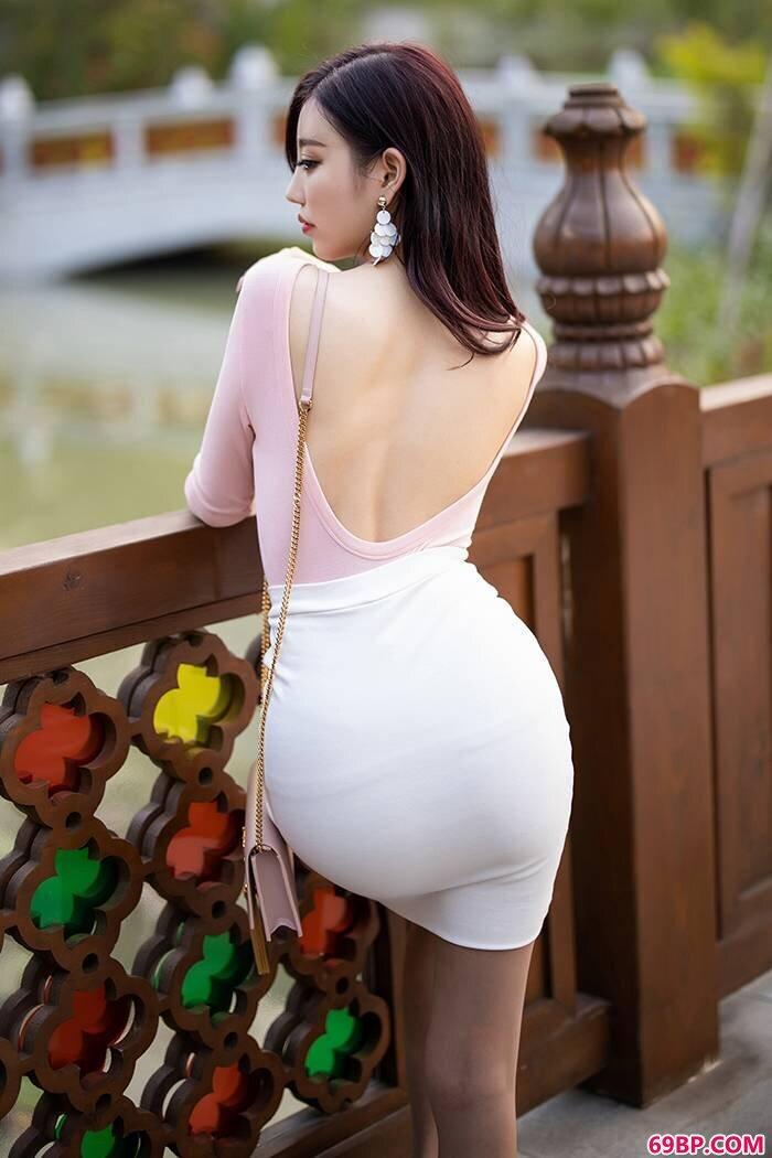 热辣女友杨晨晨丝袜包臀大街上玩激凸_日本老太老熟妇