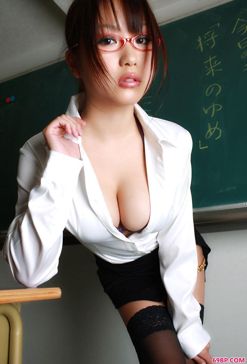 风骚制服靓女西田麻衣_勾勾gogo人体
