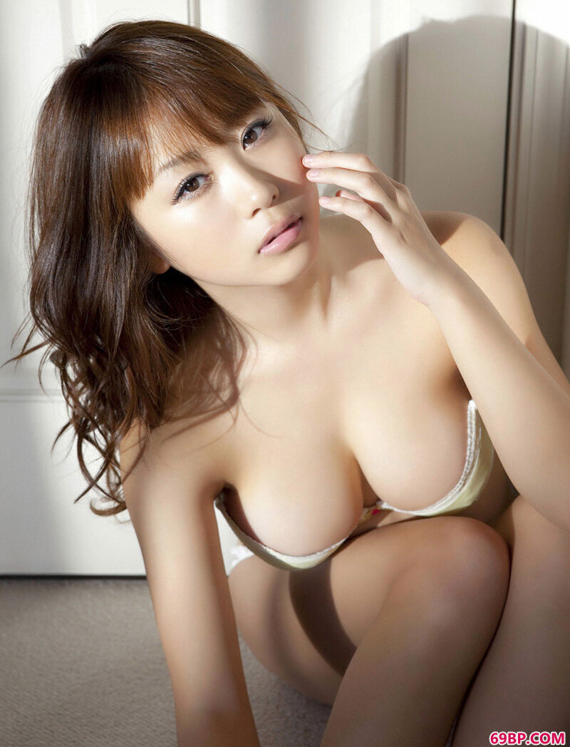 西田麻衣室内写照_gogo
