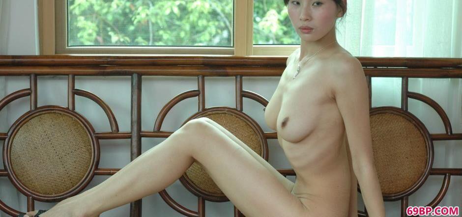 嫩模薇薇别墅边的妖娆美体_肉丝女
