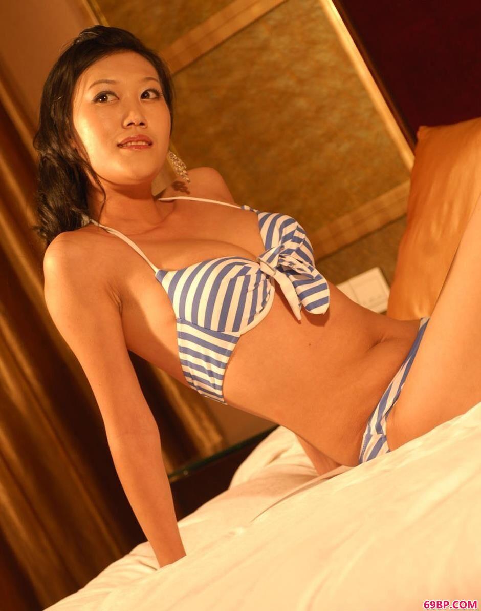 名模青青室内美丽内裤人体