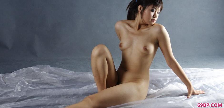 裸模瑞尔室拍丰润人体_下一篇极品尤物20p