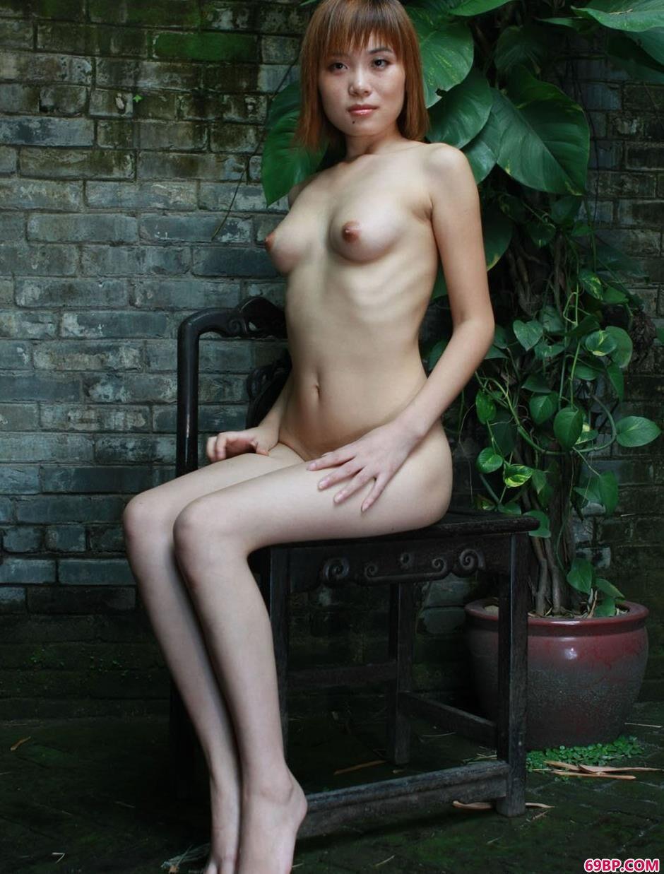 嫩模凌伶农村老宅院里的妖娆美体3,gogo爱人体艺术动态图片