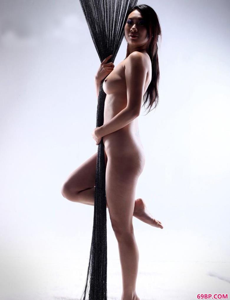 嫩模雯雯光影室拍人体艺术,波谷欧美人体艺术摄影图片搜索