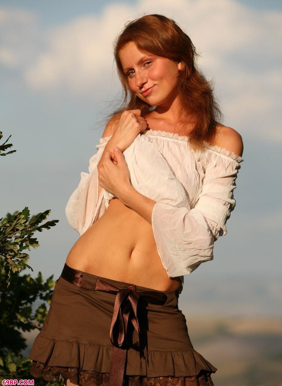 名模DARCY树林里的撩人美体1,美乳女孩的裸体人体艺术图片