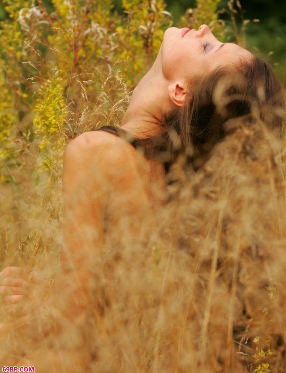 裸模玛丽亚草丛里的诱惑美体2_G0GO人体大尺香蕉最爱看电影