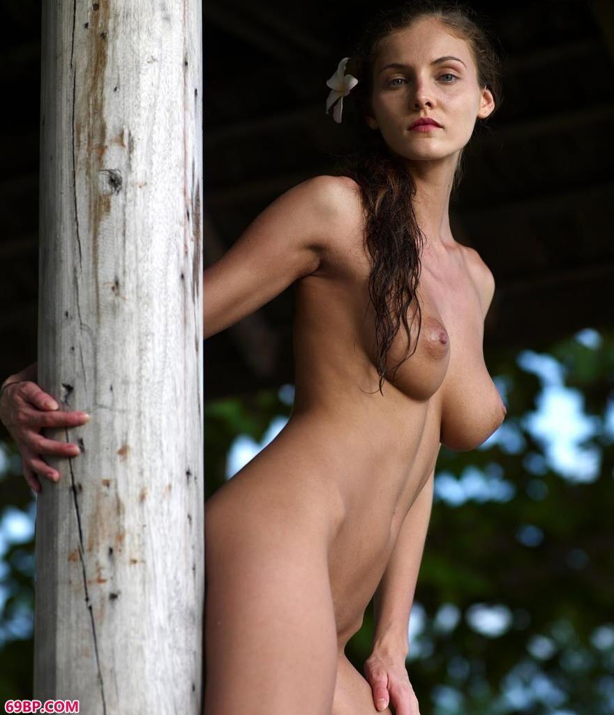 名模琳达日落下的人体2_日本大尺度裸体艺术