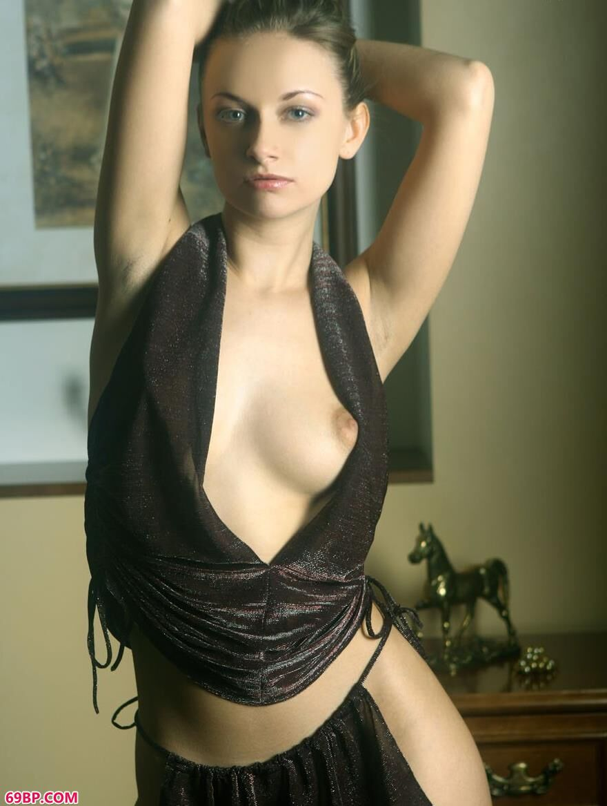 外国靓妹琳达室内人体艺术2_日本大胆人体