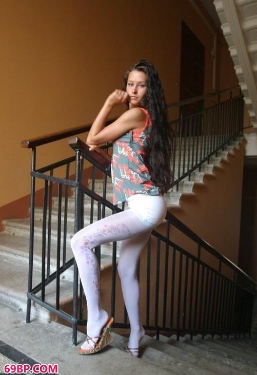 楼梯上的妖媚女孩