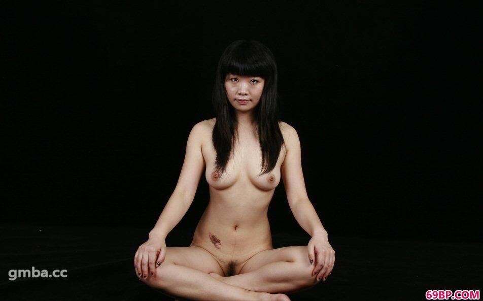 名模晶晶裸体瑜伽室拍大胆人体照,国内大胆人体艺术