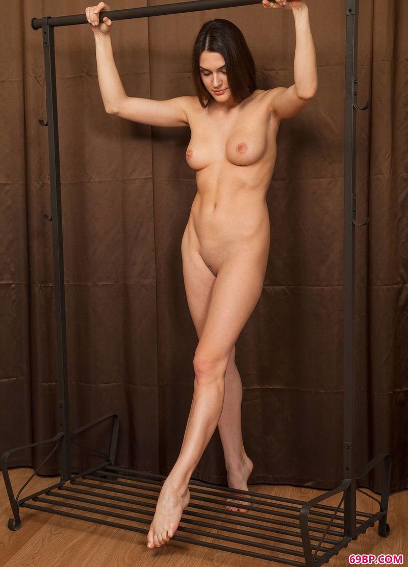 扭曲的身体裸模Vanda