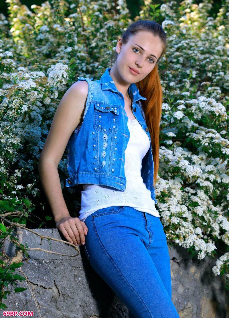 爬满蔷薇的纯真女人Hailey_美女极品美�N人人体18图