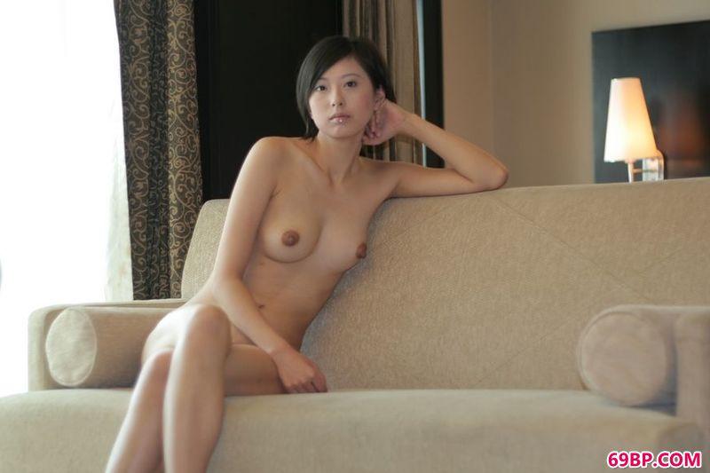 东方美女人体_清秀的女生妍妍人体欣赏