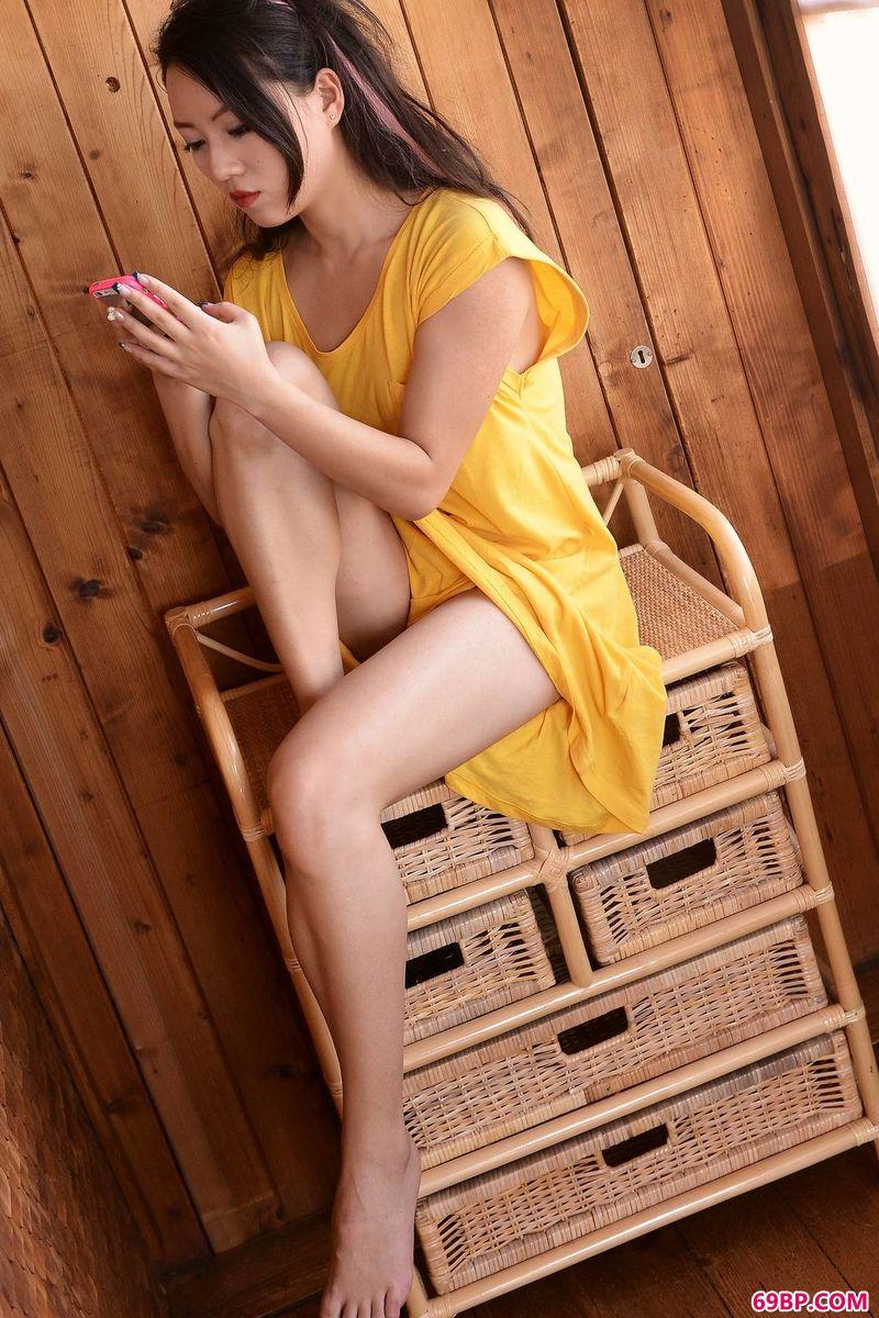 木屋里的春天gogo嫩模Cassie_国模人体